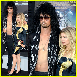 Josh Duhamel: Shirtless at 'Rock of Ages' Premiere!