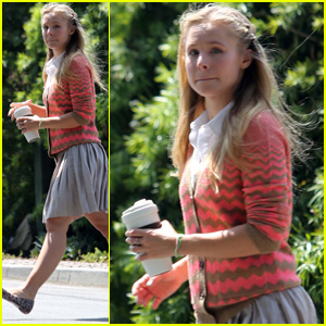 Kristen Bell: Saturday Stroll to Visit a Friend
