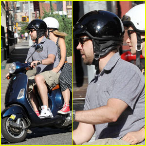 Olivia Wilde & Jason Sudeikis: Vespa Ride!