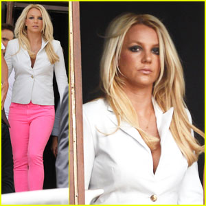 Britney Spears: Hot Pink Skinny Jeans!