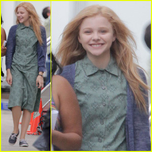 Chloe Moretz: All Smiles on 'Carrie' Set!