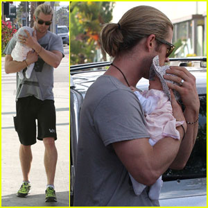 Chris Hemsworth & Elsa Pataky: Shopping with Baby India!