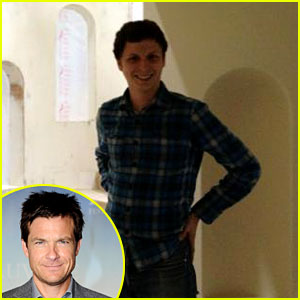 Jason Bateman Tweets Pics from 'Arrested Development' Set!