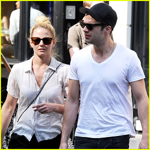 Jennifer Morrison & Sebastian Stan: Union Square Stroll!