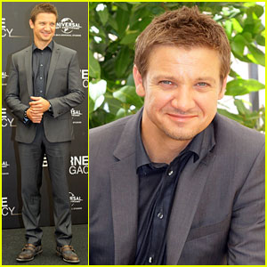 Jeremy Renner: 'Bourne Legacy' Rome Photo Call!