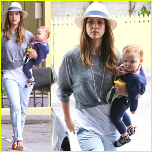 Jessica Alba: 4th of July Breakfast with Family