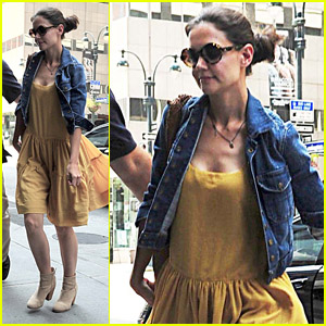 Katie Holmes: Lawyer's Office for Divorce Negotiations