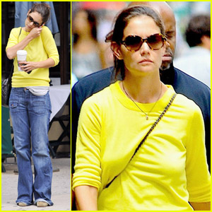 Katie Holmes: Solo Coffee Break!