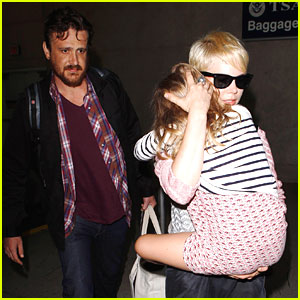 Michelle Williams & Jason Segel: LAX Airport with Matilda!