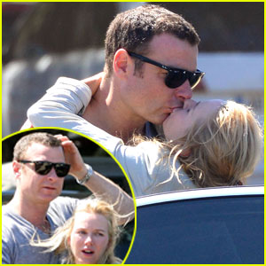 Naomi Watts & Liev Schreiber: Vacation Kisses!
