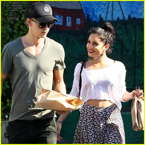 Vanessa Hudgens &#038; Austin Butler: 'Cheese-y' Couple!