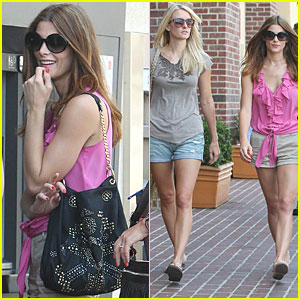 Ashley Greene: Kristen Bell is Hysterical!