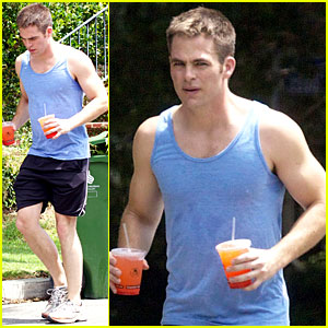 Chris Pine: Buff Biceps on Juicy Jog!