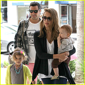 Jessica Alba: Family Outing In Beverly Hills!