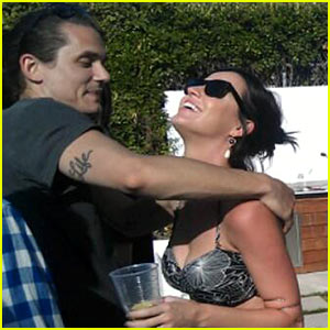 Katy Perry &#038; John Mayer Embrace At a Pool Party!