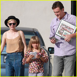 Michelle Williams & Matilda: Music Shopping!