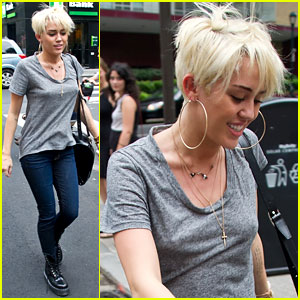 Miley Cyrus: Backless Tee in Philly!