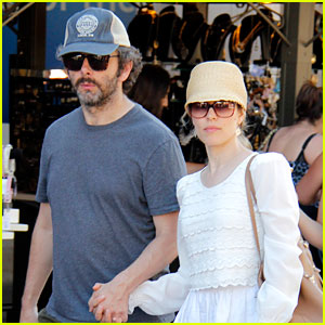 Rachel McAdams & Michael Sheen Hold Hands at the Grove