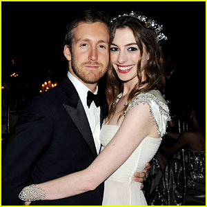 Anne Hathaway: Married to Adam Shulman!