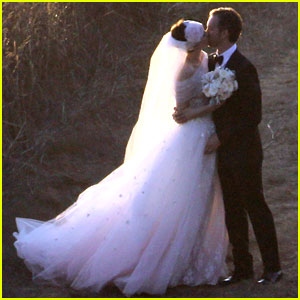 Anne Hathaway Wedding Pictures Revealed!