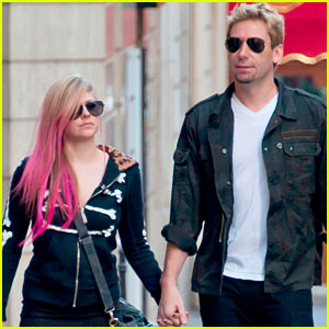 Avril Lavigne & Chad Kroeger: Holding Hands in Paris!