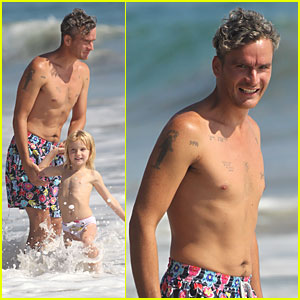 Balthazar Getty: Shirtless in Malibu!