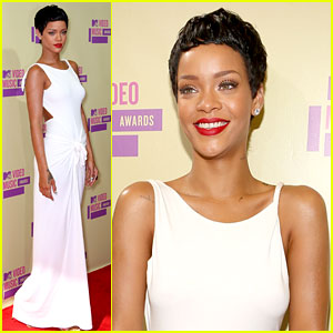 Rihanna Debuts Short Hair on MTV VMAs 2012 Red Carpet