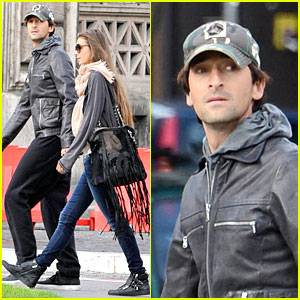Adrien Brody & Lara Lieto: Halloween Shopping in Rome!