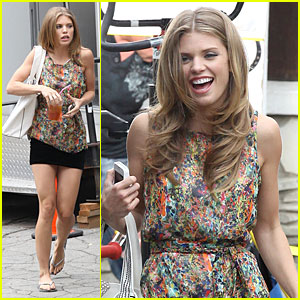 AnnaLynne McCord: Camera Phone Fun on '90210' Set!