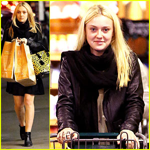 Dakota Fanning: Whole Foods Grocery Shopper!