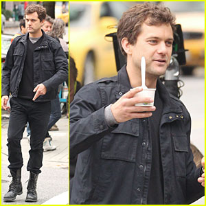 Joshua Jackson Stretches on 'Fringe' Set!