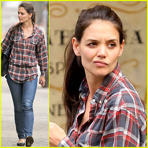 Katie Holmes Makes Not Impressed Face