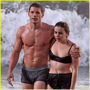 Mae Whitman & Matt Lauria: 'Parenthood' Beach Scenes!