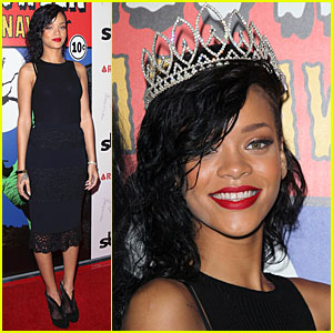 Rihanna: Queen of the Night at Halloween Carnaval!