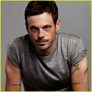 Scoot McNairy: 'Mr Porter' Feature!