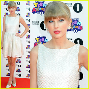 Taylor Swift - BBC Radio 1 Teen Awards Red Carpet 2012