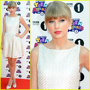 Taylor Swift - BBC Radio 1 Teen Awards Red Carpet 2012