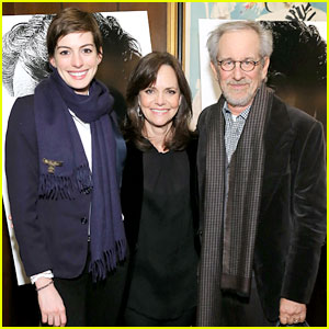 Anne Hathaway: 'Lincoln' Screening with Steven Spielberg!