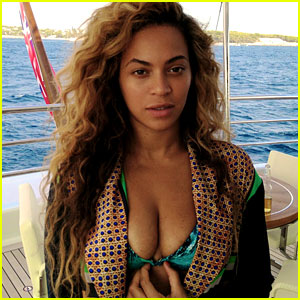 Beyonce: Bikini Babe in New Tumblr &#038; Instagram Pics!