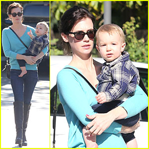 January Jones: Brunette Beauty in Pasadena!