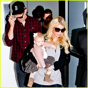 Jessica Simpson: First Post Pregnancy Rumor Pics!