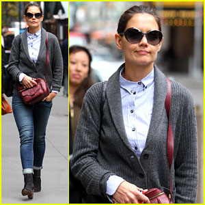 Katie Holmes: 'Dead Accounts' Starts Previews Monday!