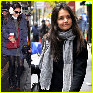 Katie Holmes: Snowy 'Dead Accounts' Arrival!