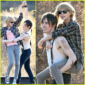 Taylor Swift: Piggyback Ride on 'I Knew You Were Trouble' Set!