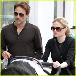 Anna Paquin & Stephen Moyer: Holiday Shopping with the Twins!