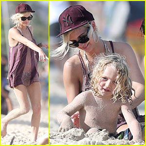 Ashlee Simpson: Beach Bonding with Bronx!