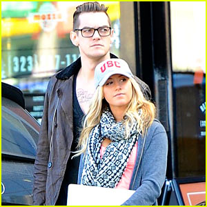 Ashley Tisdale: Apple Store with Christopher French!