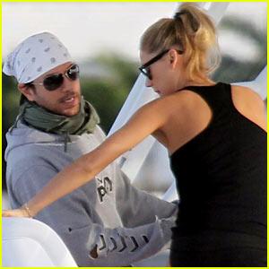 Enrique Iglesias & Anna Kournikova: Christmas Eve Boat Ride!