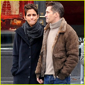 Halle Berry & Olivier Martinez Hold Hands in Paris!