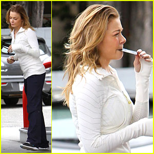 LeAnn Rimes: Gas Station Gal!